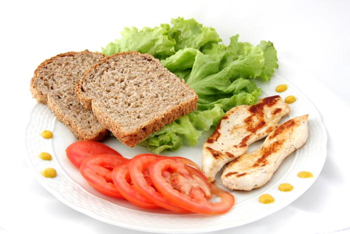 Não resisti: sanduíche de frango no café da manhã