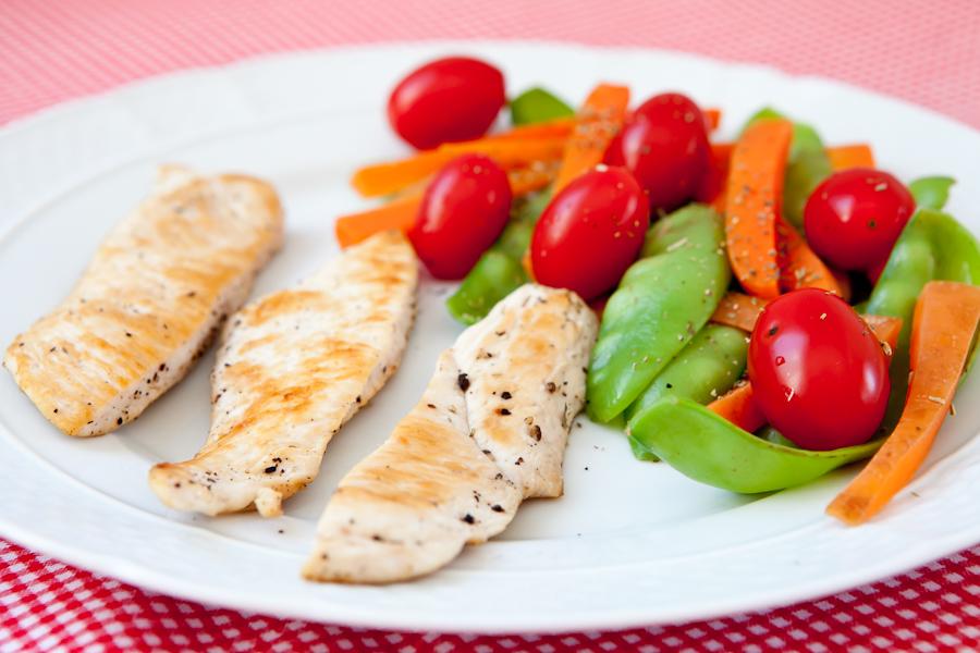 Detox de segunda feira: Frango grellhado com legumes