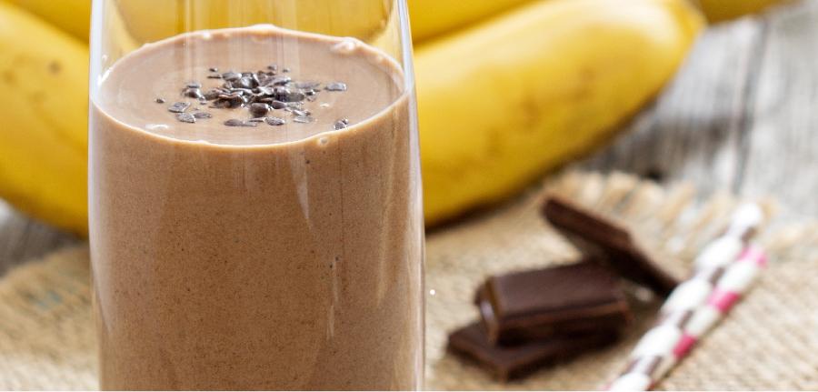 Smoothie de banana e chocolate