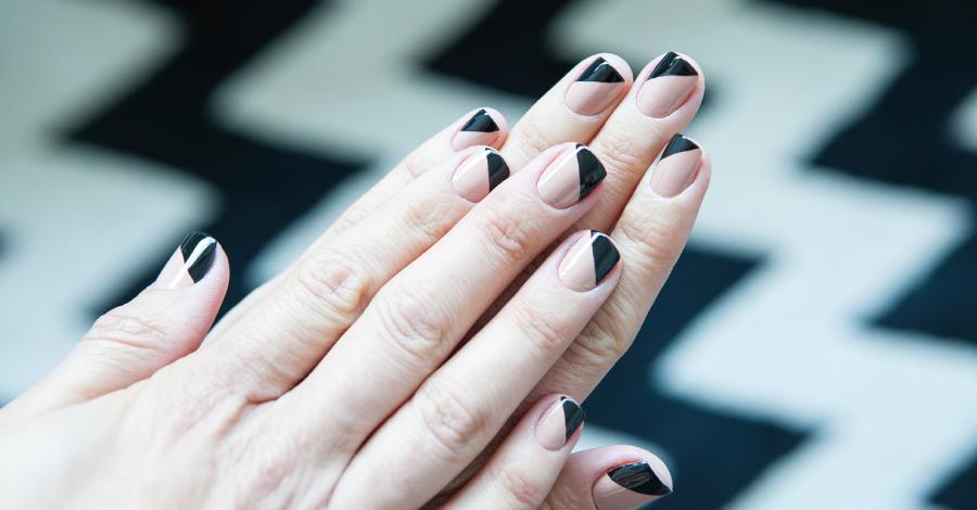 Unhas assimétricas: a nova moda é a francesinha diagonal