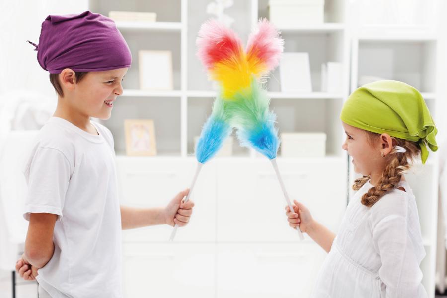 Crianças na faxina: funções domésticas para cada idade