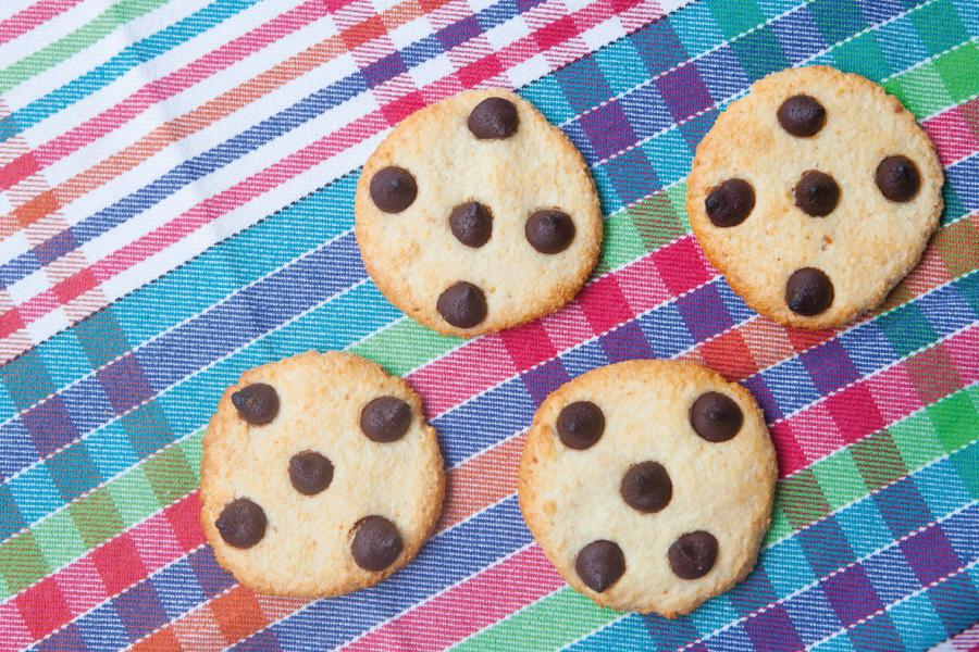 Cookies de amêndoas com gotas de chocolate