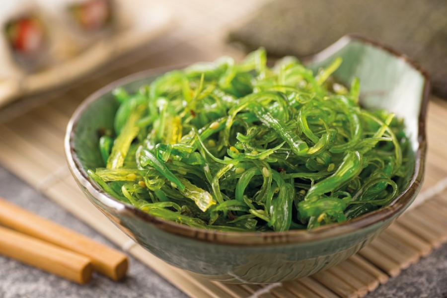 Algas na alimentação: tipos, benefícios e como incluir no cardápio