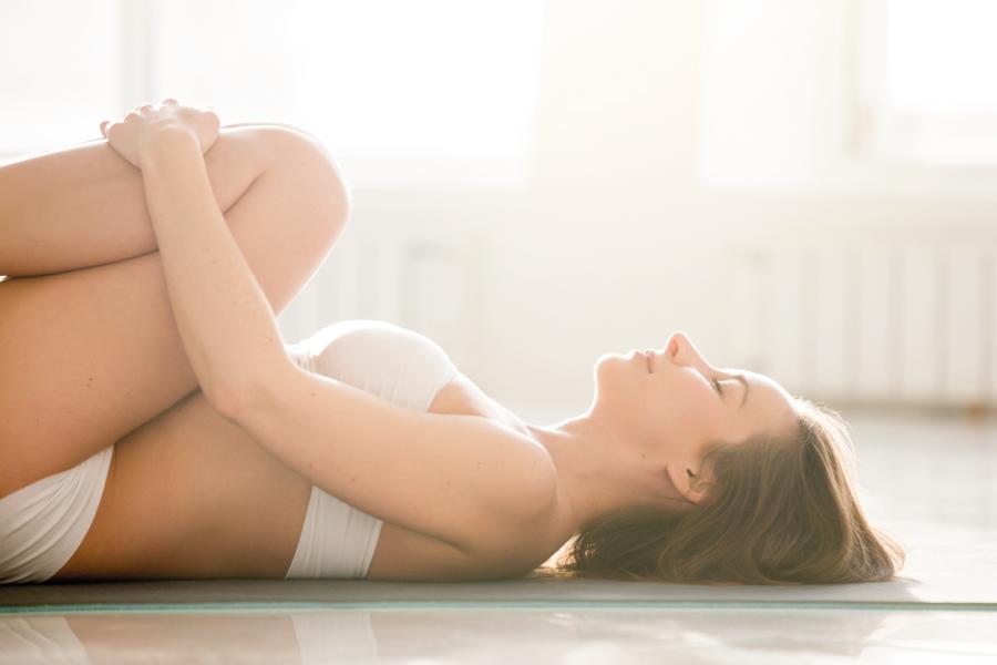 Cólica menstrual: exercícios simples para alívio imediato