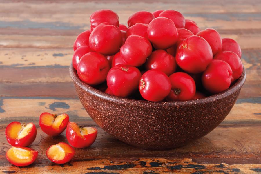 Acerola: fruta rica em nutrientes que ajuda na dieta