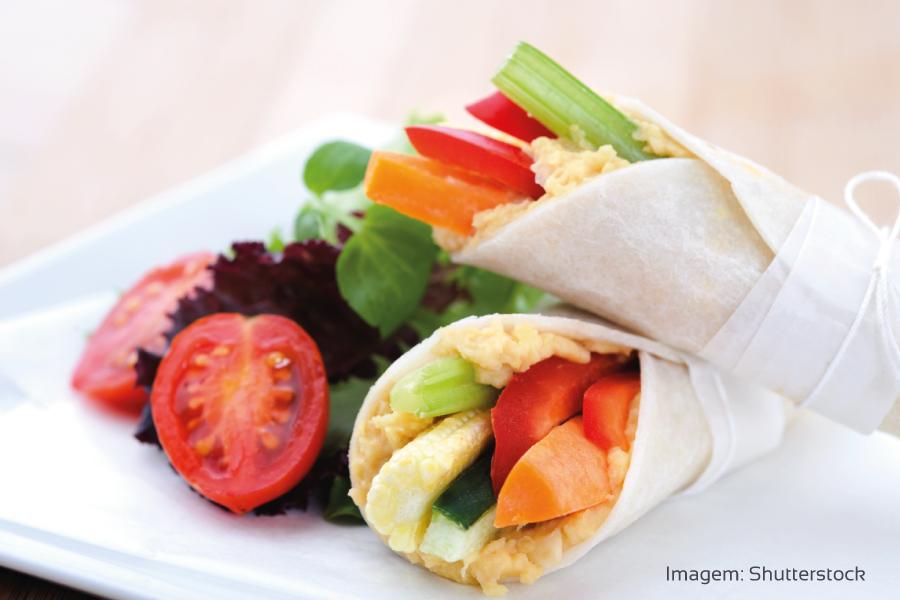 Wrap de homus e legumes